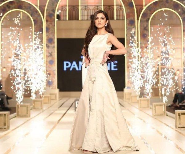 Maya Ali Looks Hot Bridal Couture Week Hair Show