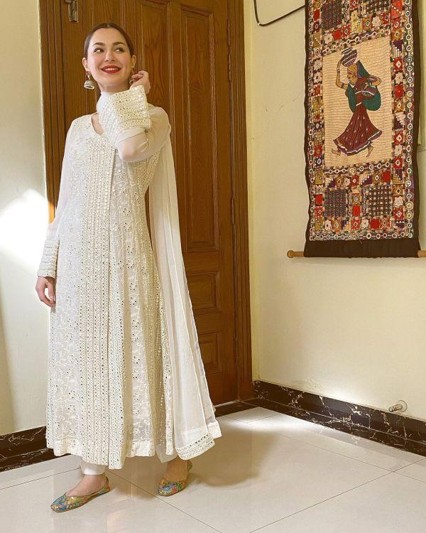 Hania Aamir's New Photos Win The Internet