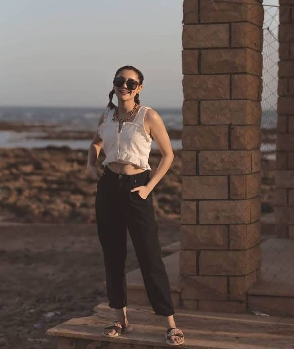 Dimple Girl Hania Amir Enjoying At Beach Party With Friends
