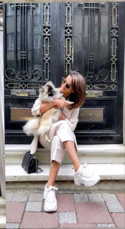 Saba Qamar Shows a Chic Look In the Streets of Turkey