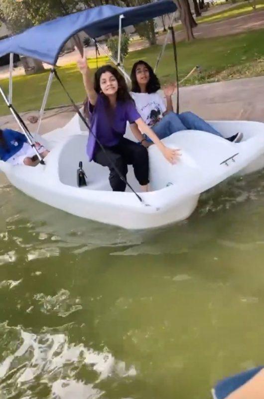 Actress Saba Qamar Enjoys Recreational Time With Family