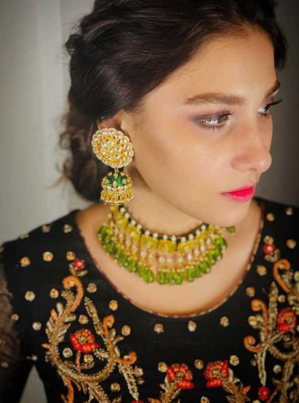 Hina Altaf Flaunts Her Desi Swag In Traditional Dresses