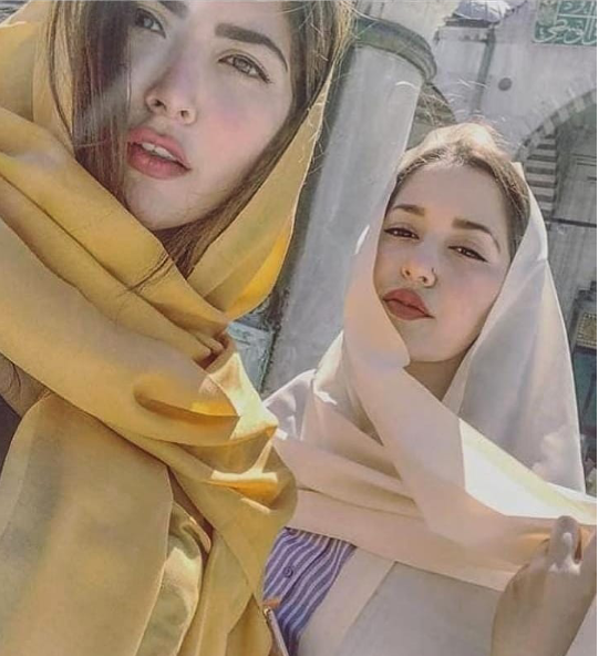 Throwback Pictures Of Khawar Sisters Looking Marvelous