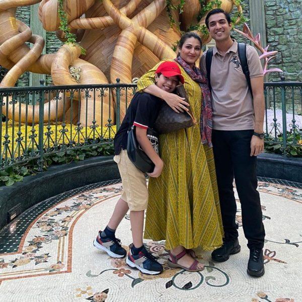Iqrar ul Hassan & Son proud Pakistanis at Universal Studios