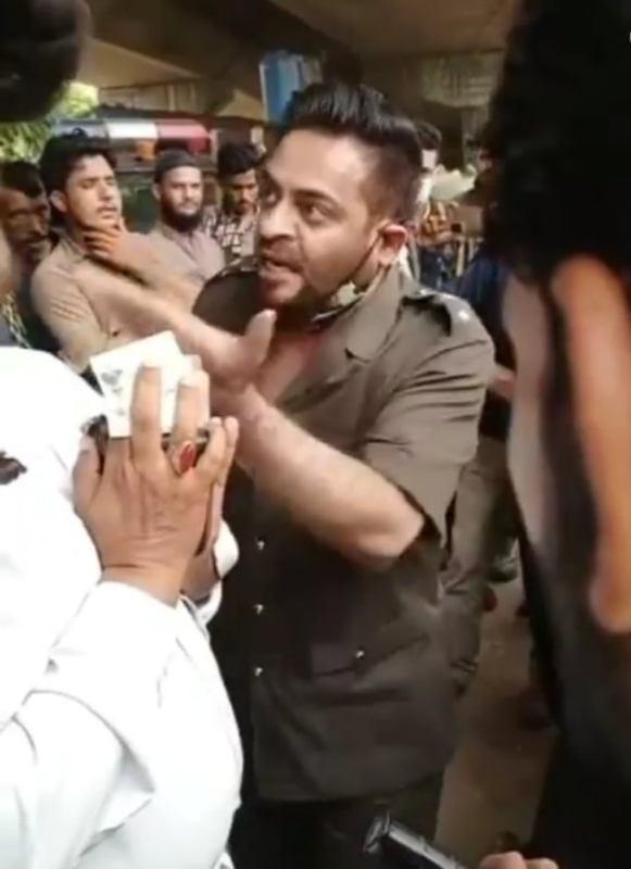 Aamir Liaquat Got Furious On A Traffic Constable