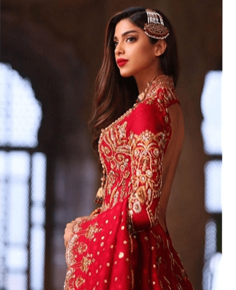 Sonya Hussyn Looks Gorgeous In Red And Gold Outfit