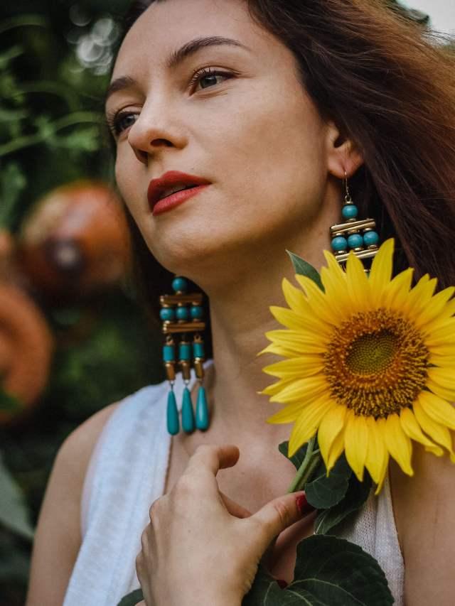 Portrait-SunFlower Girl-Straw-Hat-drop blue earings (1)