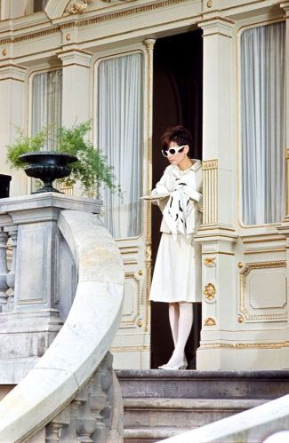 Audrey Hepburn as Nicole Bonnet wearing a head-to-toe total white look. How To Steal A Million, William Wyler (1966)