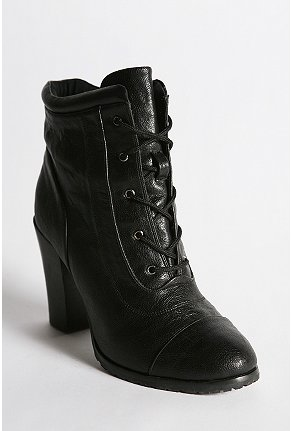 deena and ozzy tough boot
