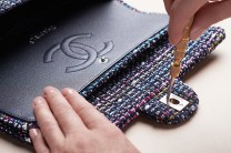 chanel-making-of-the-iconic-handbag-tweed-06
