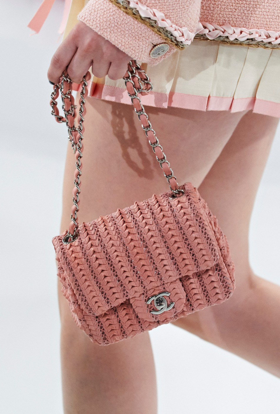 chanel-seoul-resort-cruise-2016-bags-accessories-18  aa8f4818ede5a