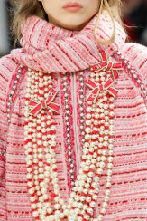 chanel-fall-2016-details-necklace