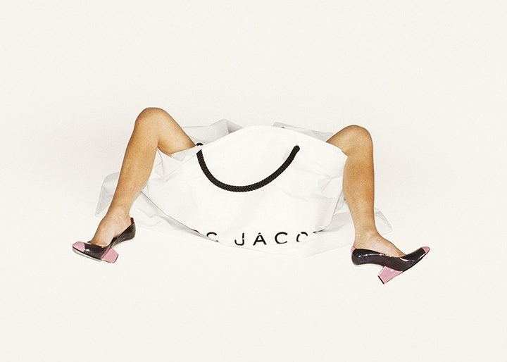 juergen-teller-victoria-beckham-legs-bag-and-shoes-marc-jacobs-campaign-spring-summer-2008-la-2007-c-juergen-teller-865x577