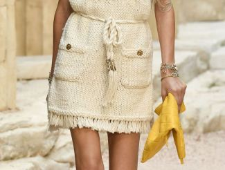 chanel-resort-2018-greece-clutch-2