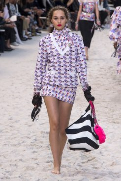 chanel-spring-2019-by-the-sea13