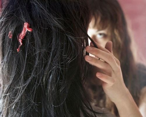 Anastasia-Caabon-gum-in-hair