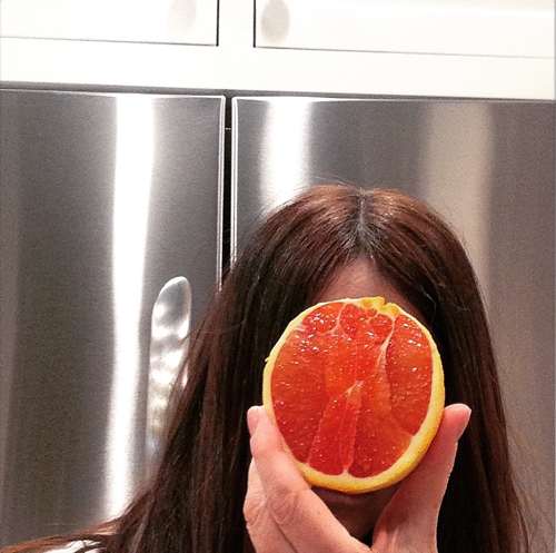 self-portrait-with-blood-orange-stylecarrot