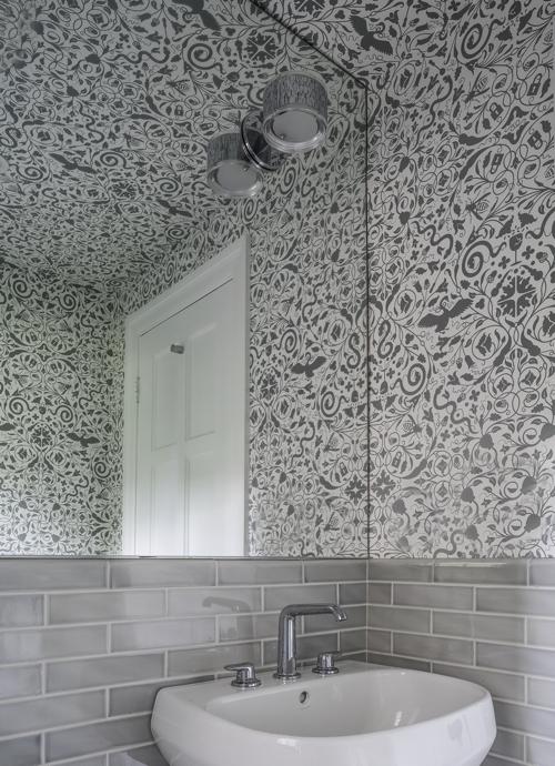 hacin-gray-guest-bathroom