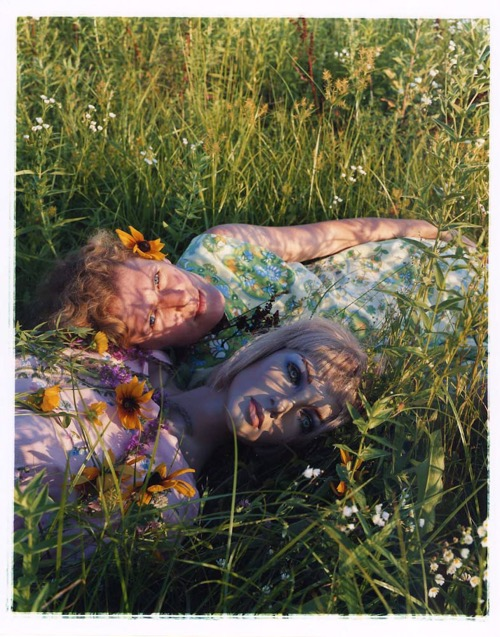 asia-kepka-bridget-and-i-in-the-grass