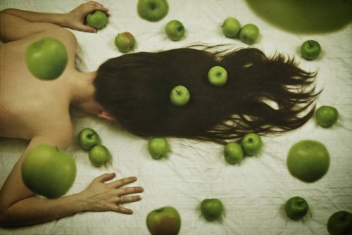 apple-art-elle-hanley