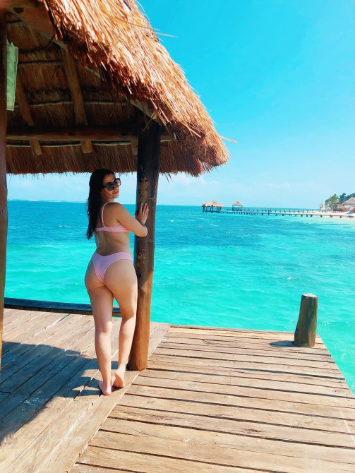 STYLECASTER   Swimsuits for Big Butts