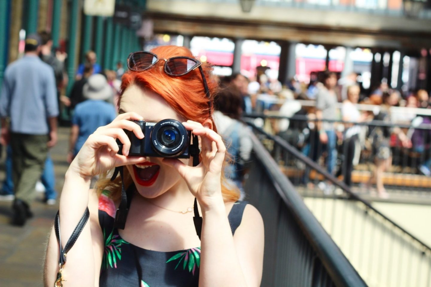 Behind the scenes at a blogger street-style photo shoot (VIDEO)
