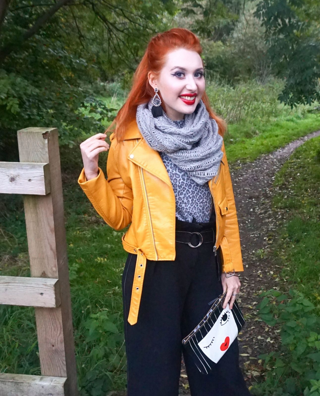 Blogger Twenty-Something city in cosy autumn scarf for outfit post