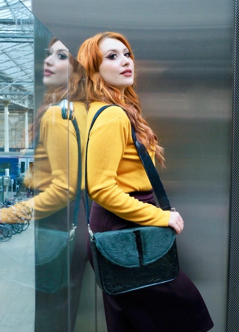 Twenty-Something City edinburgh blogger models Leyelesi colourful bag