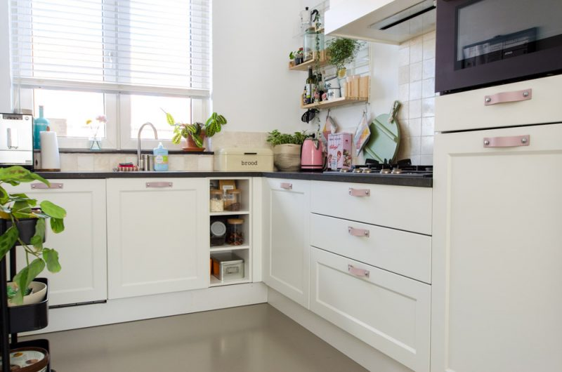 Keuken Mini Make Over Met Leren Handgrepen Styled By Sabine