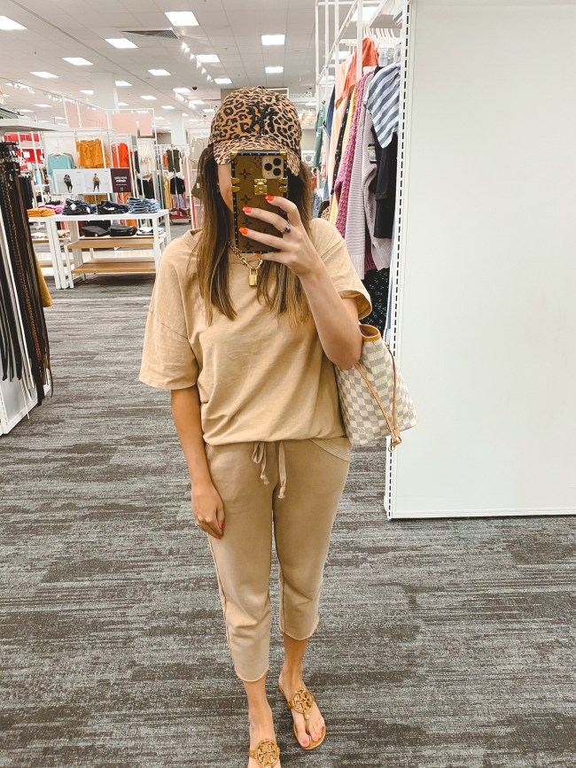 american eagle tan oversize tee with sweatpants and leopard baseball cap