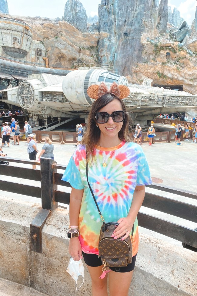 what to wear to disney in the summer shein tie dye shirt at starwars hollywood studios