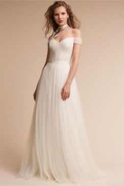 40 Beautiful wedding dresses for 40 year old brides ideas 36