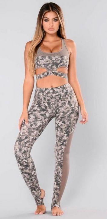 Beautiful yoga pants outfit ideas 20