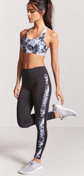 Beautiful yoga pants outfit ideas 32