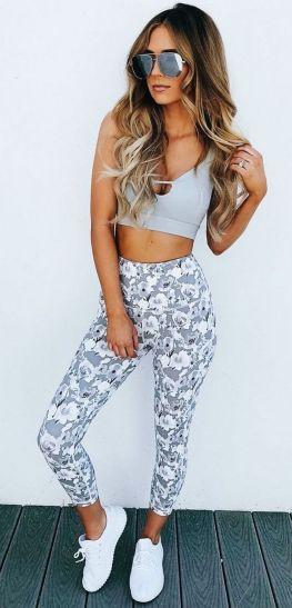 Beautiful yoga pants outfit ideas 7