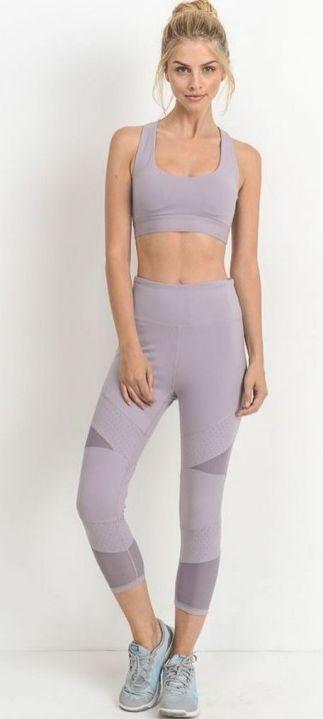 Beautiful yoga pants outfit ideas 9