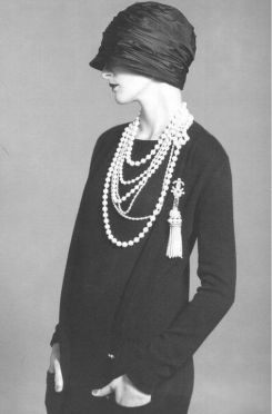 Great Pearl Necklace Outfit Ideas 70+ 32