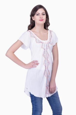 20 White Tunic Shirts for Women 8