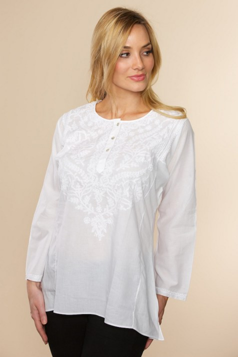 20 White Tunic Shirts for Women 9