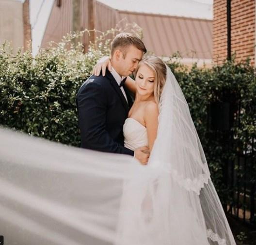 40 Romantic weddings themes ideas 25