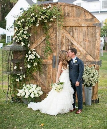 Creative And Fun Wedding day Reception Backdrops You Like Ideas 30