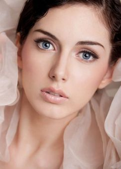 Soft and Romantic wedding makeup looks for fair skin 13