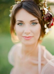 Soft and Romantic wedding makeup looks for fair skin 21