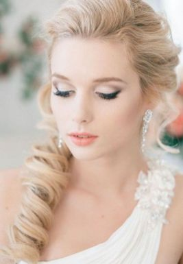 Soft and Romantic wedding makeup looks for fair skin 33
