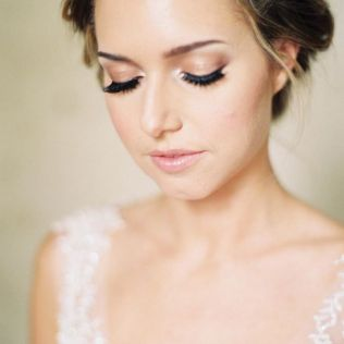 Soft and Romantic wedding makeup looks for fair skin 36