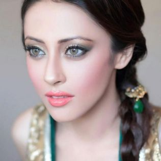 Soft and Romantic wedding makeup looks for fair skin 45