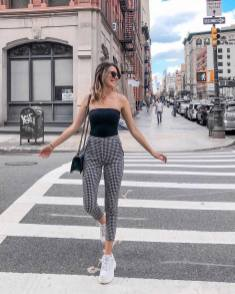 30 Comfortable and Charming Clothing ideas for sightseeing 15
