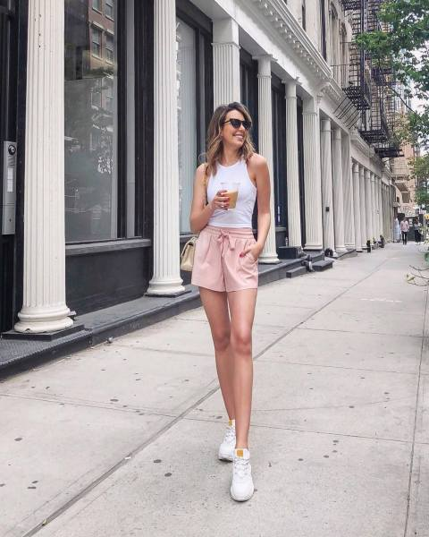 30 Comfortable and Charming Clothing ideas for sightseeing 24