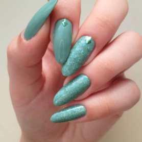 40 Chic Green Nail Art Ideas 19