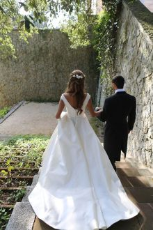 40 Deep V Open Back Wedding Dresses Ideas 37